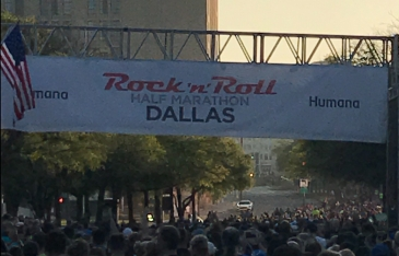Rock 'n' Roll Dallas half marathon start line